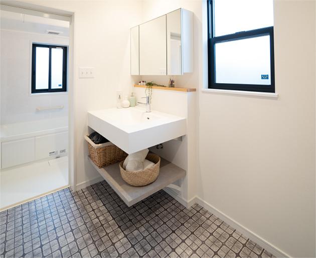 明るく清潔感のあるオリジナル洗面化粧台