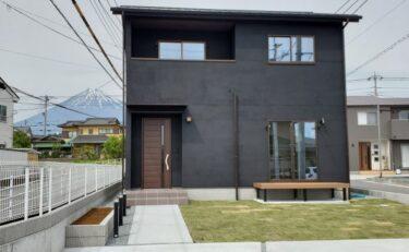 黒の塗り壁のお家♠櫻井